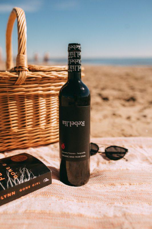 Rebel-Lia tinto on the beach